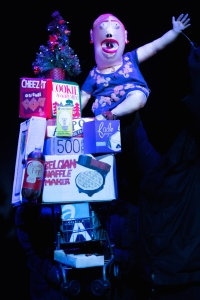 Mary (Peter Russo) goes on a shopping spree in Made in China. (© Heidi Bohnenkamp)