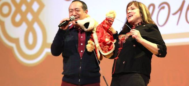 Alan Muraoka and muppeteer Pam Arciero at The Metropolitan Museum of Art in New York. Photo by Lia Chang