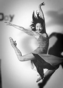 Lainie Sakakura. Photo by Lois Greenfield